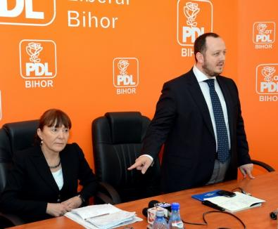 Zâmbete la PDL: Ghilea a recunoscut că a fost gazdă bună pentru Macovei fiindcă l-a rugat Blaga (FOTO)
