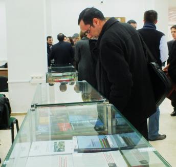 Universitari la raport: Cărţi şi reviste academice expuse la Bibliotecă (FOTO)