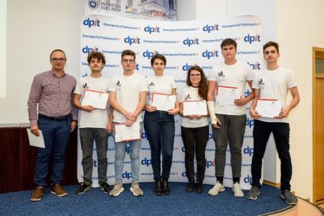 """""""Asistentul Cetăţeanului"""": Elevi din Oradea, premiaţi pentru o aplicaţie ingenioasă"""