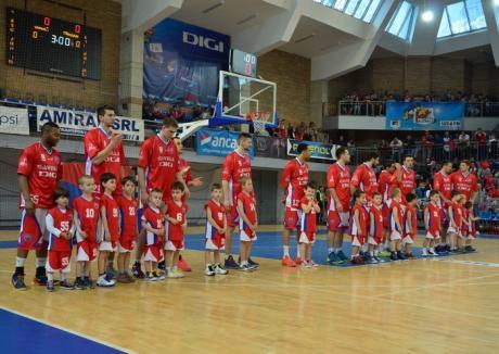Baschetbaliştii de la CSM Oradea pregătesc cu atenţie primele jocuri din semifinalele Ligii Naţionale, cu BC Mureş
