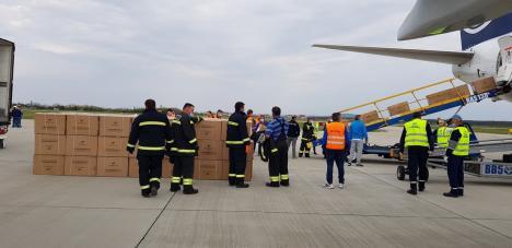 Încă 10 tone de echipamente medicale pentru spitalele din Bihor: Al treilea transport a aterizat sâmbătă pe Aeroportul din Oradea (FOTO / VIDEO)