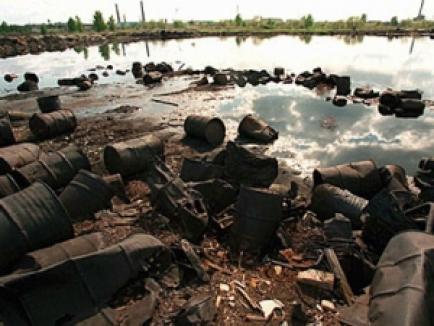 Patru morţi în Ungaria, după un accident ecologic care ar putea afecta şi România