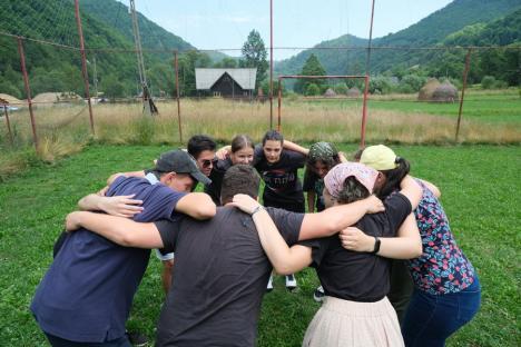 Încep înscrierile la EduBiz. Liceenii din Bihor, invitaţi să descopere programul de dezvoltare creat pentru ei
