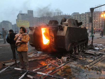 Protestele violente din Egipt continuă: poliţia a deschis focul, numărul victimelor a ajuns la o sută