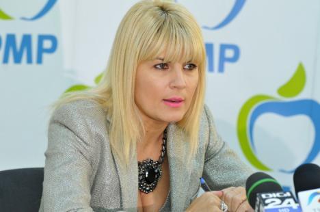 Elena Udrea, aleasă preşedintele PMP. Diaconescu, candidatul partidului la prezidenţiale