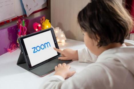 Au venit tabletele: 5.670 de elevi din Bihor primesc dispozitive cu care să intre la orele online