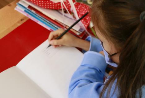 Părinţii, veşnici sponsori: Ce bani se mai cer pe la şcolile şi grădiniţele din Oradea