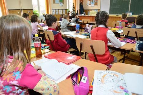Ministrul Educaţiei: Şcolile rămân închise până după Paşte