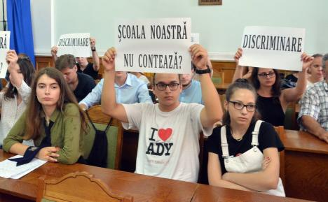 """Clase avem, copii să fie! Liderii UDMR Bihor au convins Ministerul Educaţiei să """"scutească"""" Liceul Ady Endre de reducerea numărului de clase"""