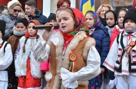 Cântaţi cu noi: Elevii din Bihor se întrec într-un concurs de canto