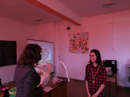 Ei colectează selectiv! Elevii din Bunteşti au învăţat ce este reciclarea (FOTO)