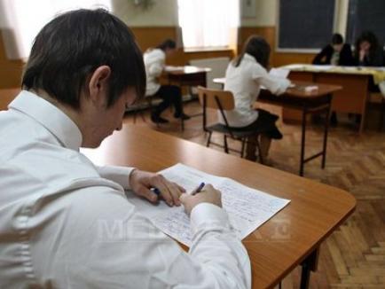 Aproape toţi elevii unui liceu din Hunedoara, daţi afară de la Bac pentru că au copiat!