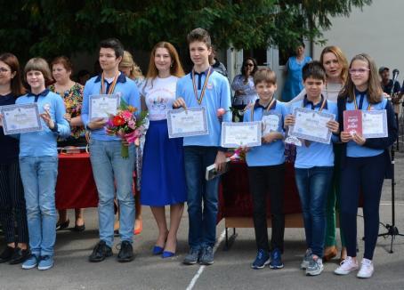 Oltea la Centenar: Şcoala Gimnazială 'Oltea Doamna' sărbătoreşte 100 de ani de existenţă, cu scriitoarea Ana Blandiana invitat special