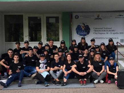 În şcoala românească, broşura 'bate' elevul! Orădeni batjocoriţi la olimpiada naţională a proiectelor europene (VIDEO)