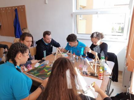 Ziua Educaţiei, sărbătorită printr-o expoziţie inedită de elevii Colegiului Economic 'Partenie Cosma' (FOTO)