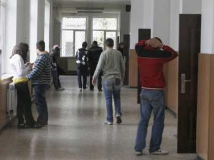 Elevii români nu agreează homosexualii şi sunt rasişti