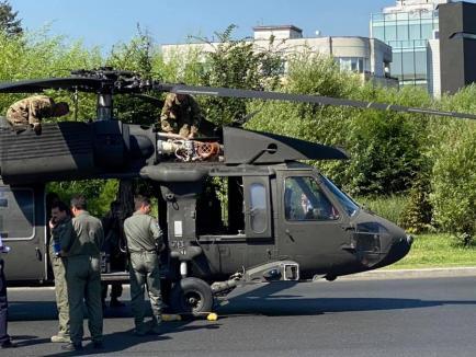 Un elicopter al armatei americane a aterizat forțat într-un sens giratoriu din București (FOTO / VIDEO)