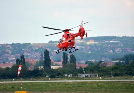 Tânăr de 23 de ani, dus cu elicopterul SMURD la Timişoara după ce a fost lovit de un buştean şi a ajuns în stare gravă