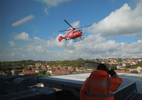 Motociclistul rănit în accidentul de pe strada Avram Iancu din Oradea a fost dus cu elicopterul SMURD la Timişoara