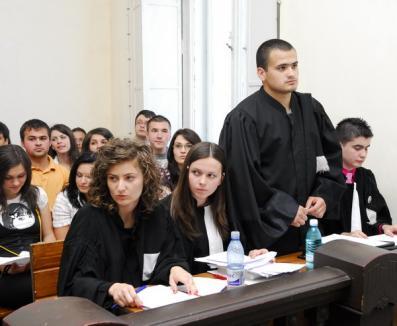 Elevii orădeni află care le sunt drepturile direct de la judecători
