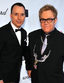 Copilul lui Elton John, botezat de un cuplu de lesbiene