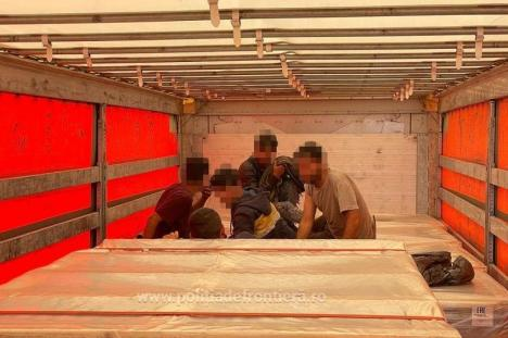 Ascunși în camion: Cinci cetățeni din Afganistan și Pakistan, prinși în timp ce încercau să treacă ilegal în Ungaria prin Borș II (FOTO)