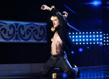 Coregraful orădean Emil Rengle a dansat pe tocuri la 'Românii au talent' şi a trecut mai departe (VIDEO)