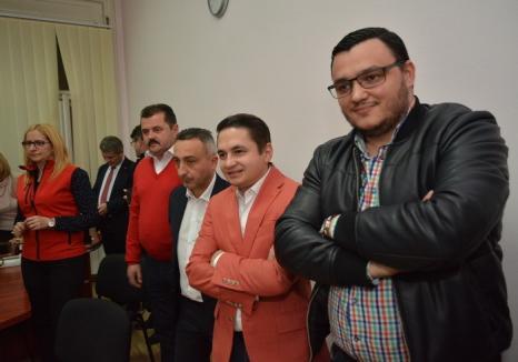 Bani pentru partid: Europarlamentarul Emilian Pavel şi-a angajat consultanţi din rândul colegilor din PSD Bihor