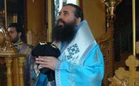 """Episcopul Slatinei, mesaj aspru la finalul slujbei pentru Alexandra şi Luiza: """"Creşti 15 ani un copil, vine o jigodie, o ia de lângă tine, îşi bate joc de ea şi-o omoară"""""""