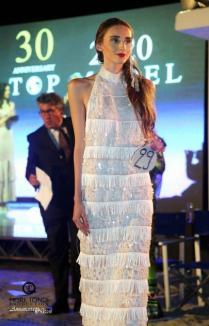 Cea mai frumoasă: O orădeancă de 25 de ani a câştigat, în Italia, faza naţională a concursului World Top Model (FOTO/ VIDEO)