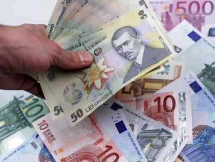 Euro a atins un nivel record, de 4,65 lei