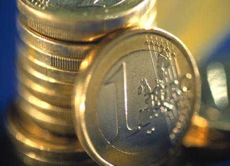 Datori vânduţi, dăm bani pentru salvarea Greciei
