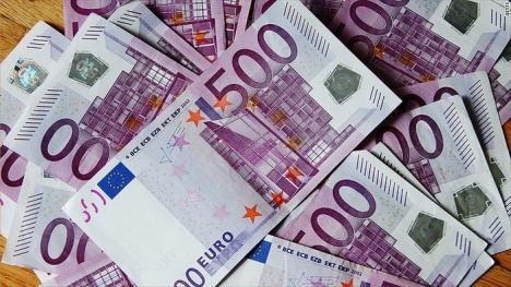 Cu bani vopsiţi. Un escroc din Honduras a vrut să dea lovitura la Oradea: a cerut 700.000 euro ca să 'vândă' 2,5 milioane euro