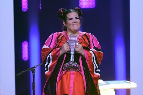 Eurovision 2018, câştigat de artista din Israel. Ce mesaj are melodia şi de ce are 'sunete de găină' (VIDEO)