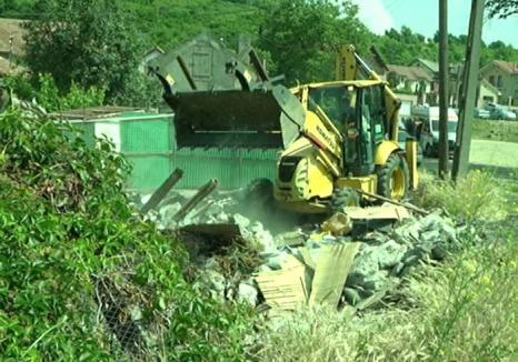 Evacuare cu scandal: Primăria  Oradea demolează fostul canton CFR din zona Silvaş pentru a face loc unei piste pentru biciclete