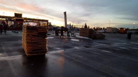 Festivalurile din Oradea, 'bătute' de furtună: Mai multe standuri şi umbrele au fost distruse, iar unele concerte anulate (FOTO/VIDEO)