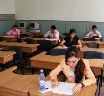 Elevii din clasele a VIII-a susţin evaluarea naţională