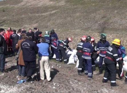Stare de alertă! ISU Crişana a simulat inundarea zonelor de lângă barajul Lugaş