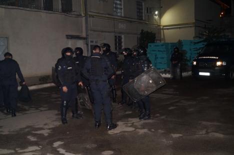 Exerciţiu de amploare: Incendiu şi revolte în Penitenciarul Oradea (FOTO)