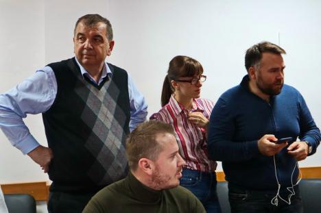 """La PNL, bucurie cu măsură. Bolojan zice că """"a fost o sărbătoare a democraţiei"""" şi anunţă continuarea campaniei pentru turul doi (FOTO / VIDEO)"""