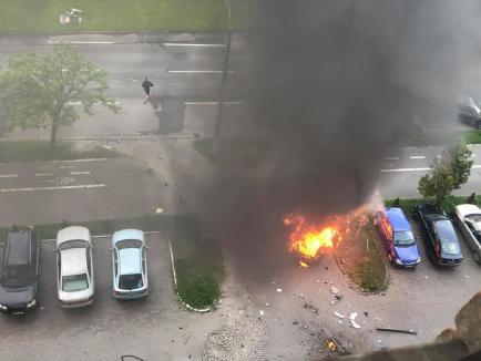 Mână criminală: Un Mercedes a explodat într-o parcare din Arad. Șoferul, un cunoscut om de afaceri, a murit carbonizat (FOTO / VIDEO)