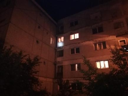 Explozie într-o garsonieră din Marghita: Doi părinţi şi un copil au scăpat teferi (FOTO / VIDEO)