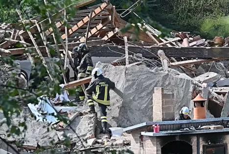 O clădire din Italia, locuită de muncitori români și albanezi, s-a prăbușit.Un român a fost rănit grav (VIDEO)