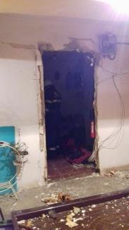 Explozie într-o garsonieră din Oradea: Un bărbat a ajuns în stare gravă la spital (FOTO)