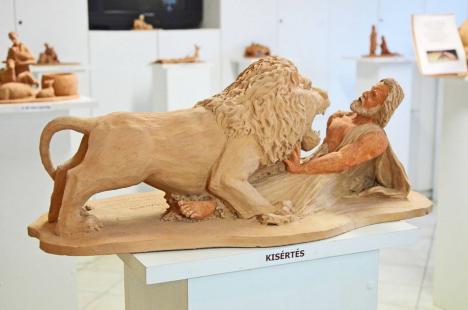 'În atelierul lui Dumnezeu': expoziţie nouă la Muzeul oraşului, la împlinirea a 360 de ani de la tipărirea Bibliei la Oradea (FOTO)