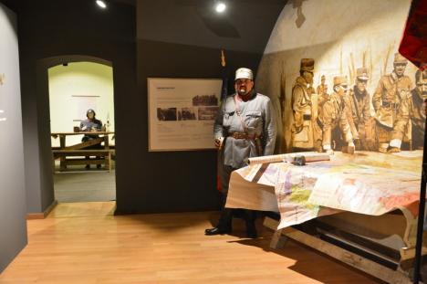 Meniu de front: Vizitatorii expoziţiei dedicate lui Traian Moşoiu în Cetate au fost omeniţi cu varză cu cartofi (FOTO / VIDEO)