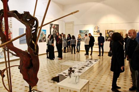 'De la Est la Vest': Orădenii sunt chemaţi la o expoziție a artiştilor plastici bihoreni, prezentată şi în Italia (FOTO)