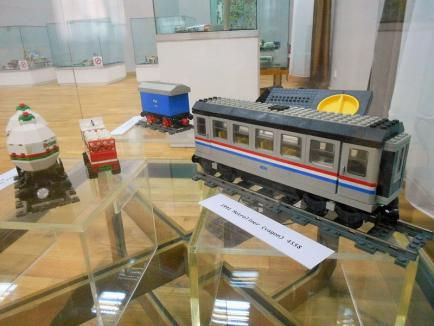 Incursiune în lumea celor mici: la Muzeul Ţării Crişurilor a fost deschisă o expoziţie de jocuri şi jucării (FOTO)