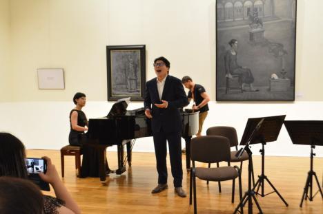 Pictorul taiwanez Chen Ching-Jung, prezent la Oradea, la vernisajul expoziţiei sale în cadrul European Music Open(FOTO)