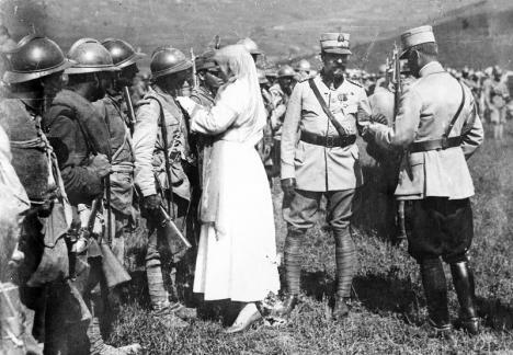 Muzeul oraşului Oradea. Expoziţie de fotografii privind familia regală a României pe frontul Marelui Război